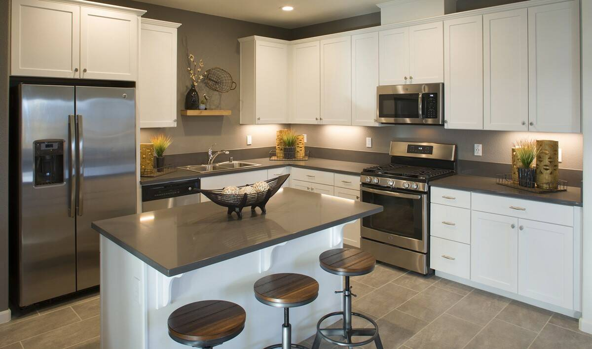 yosemitie-kitchen-aspire-at-bellevue-new-homes-merced-ca