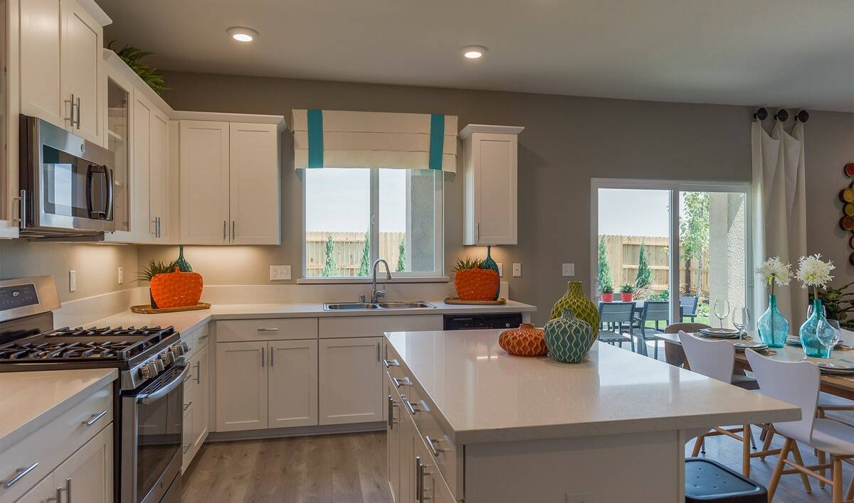 khov_sacramento_aspire at sierra vista_primrose_kitchen 3