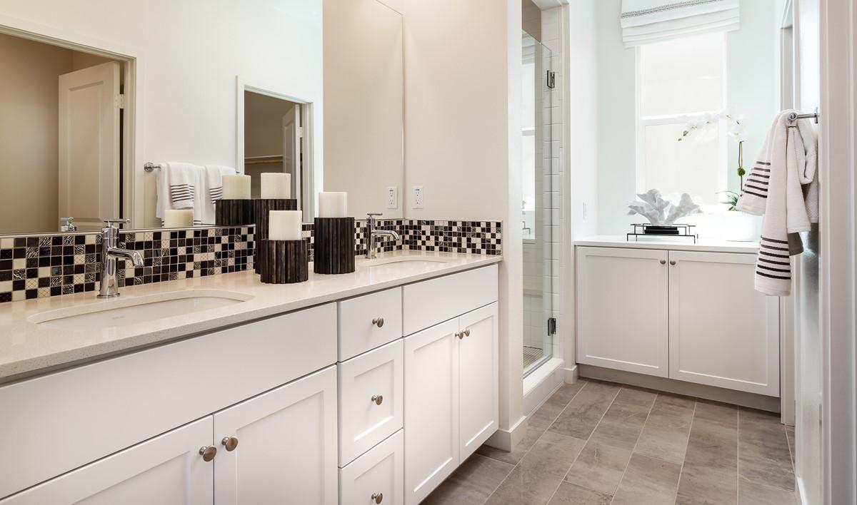 pontiac-owners-bath-deco-at-cadence-park-new-homes-irvine-ca