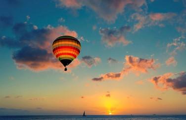 32887_Hot Air Balloon Above the Ocean