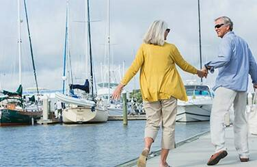57433_Couple walking by the bay
