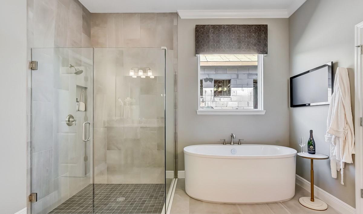 58010_Winding Bay_Grayson_Owners Spa Bath