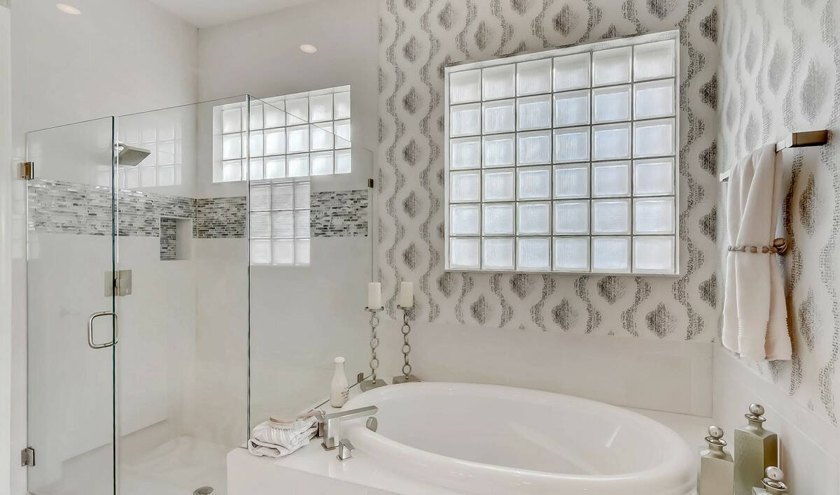 Coral Lago Wheatley Owners Bath-2