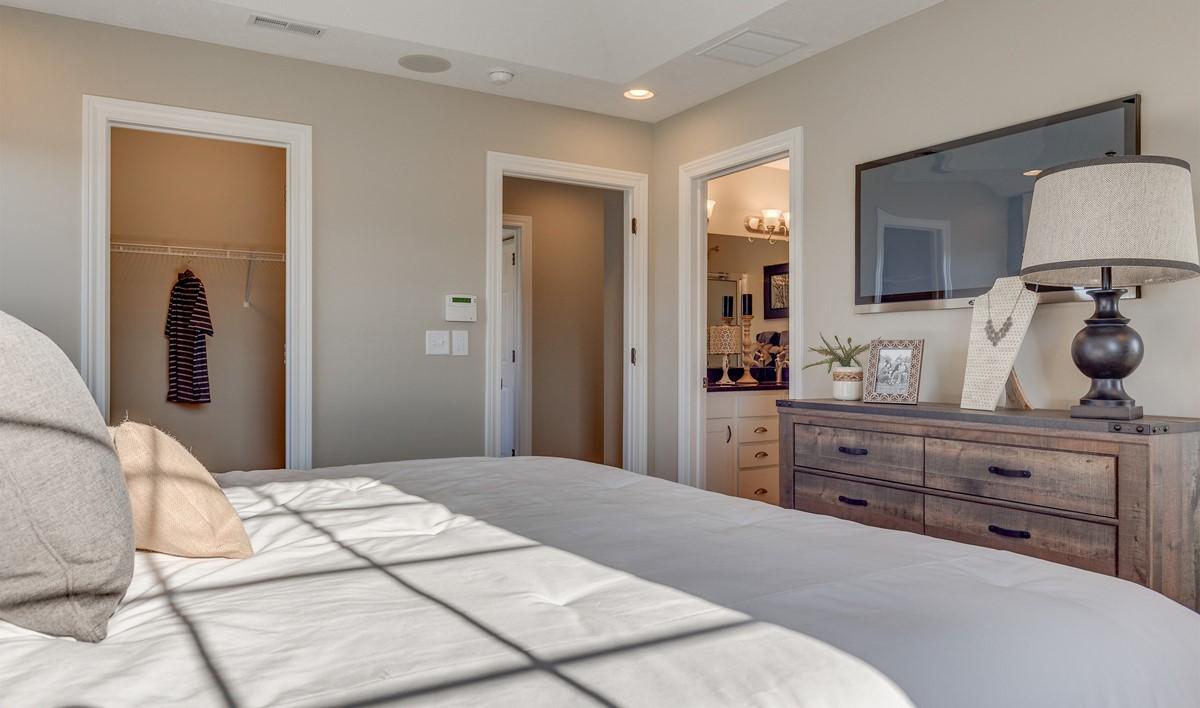 Khov_Ohio_Village Glen_Appleton_Owner's Suite 2