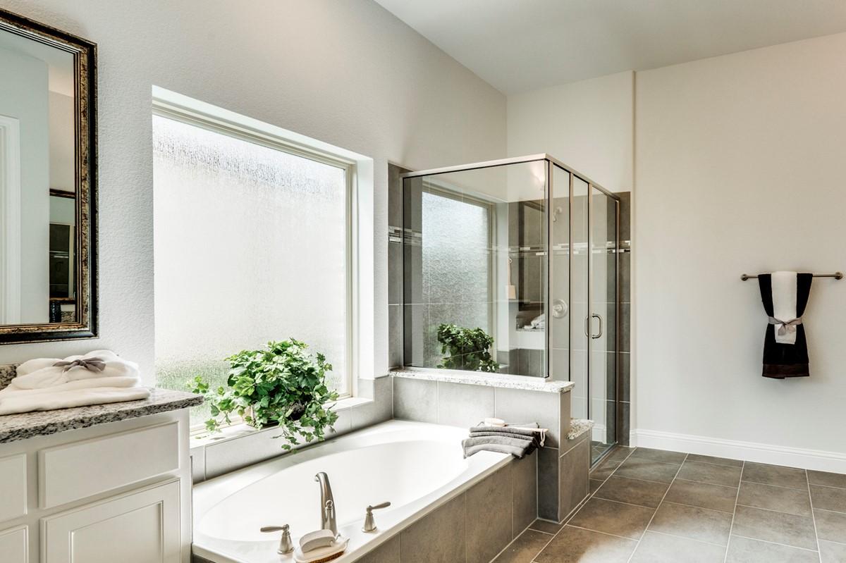 Clarendon II - Owners bath