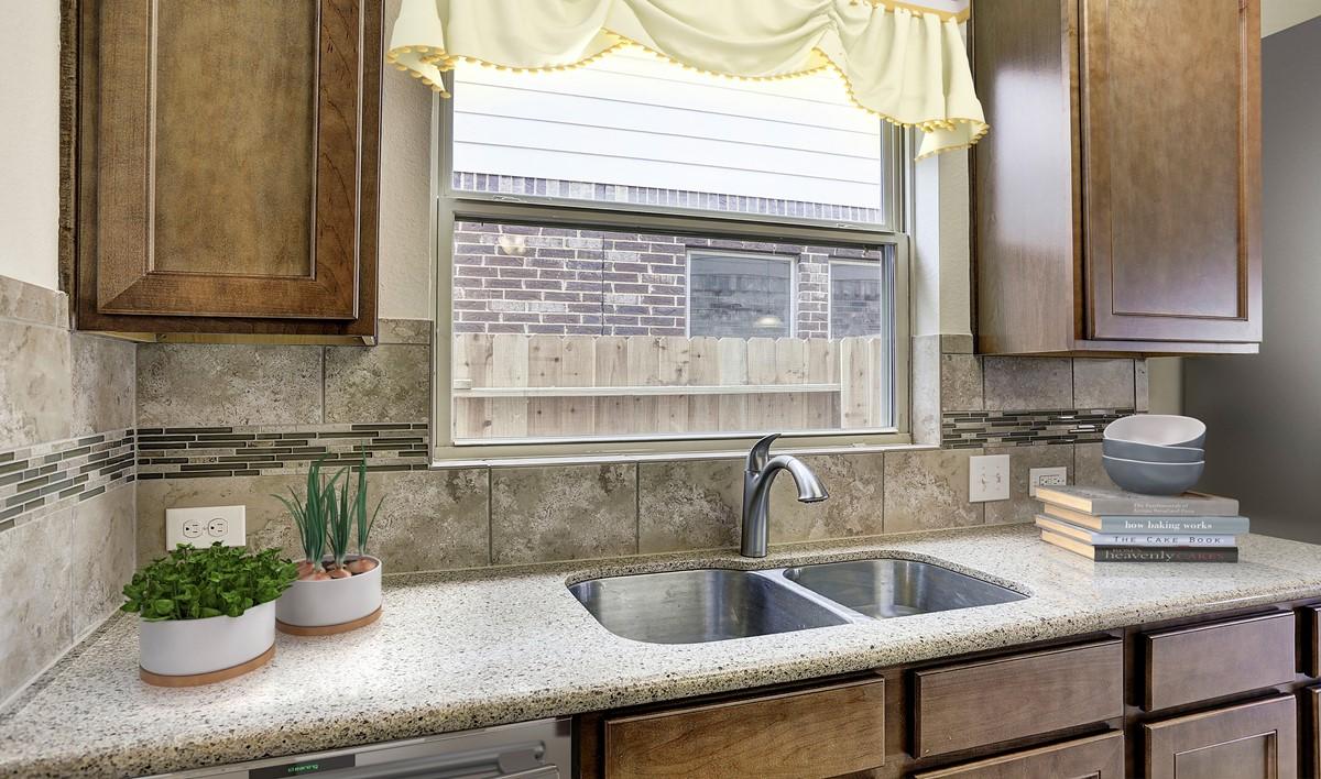 kitchen5_bellaII-staged-txhou
