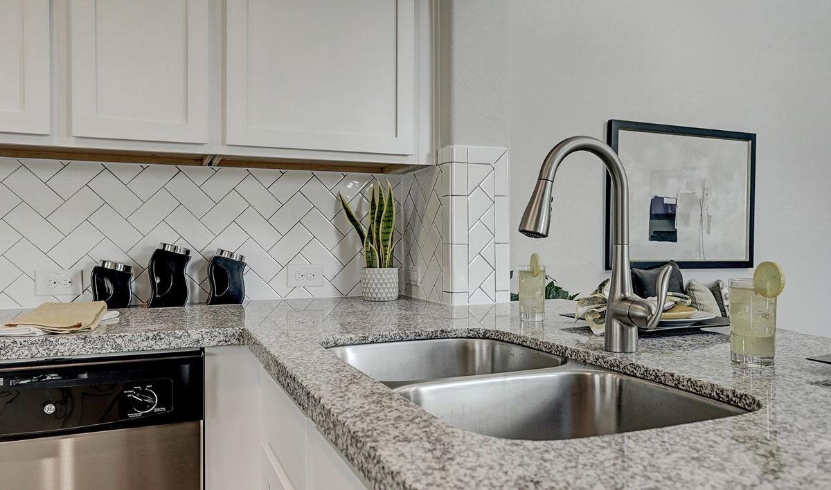 kitchen5-Granite Terrace Ln 7606 IMG 16_1_1c