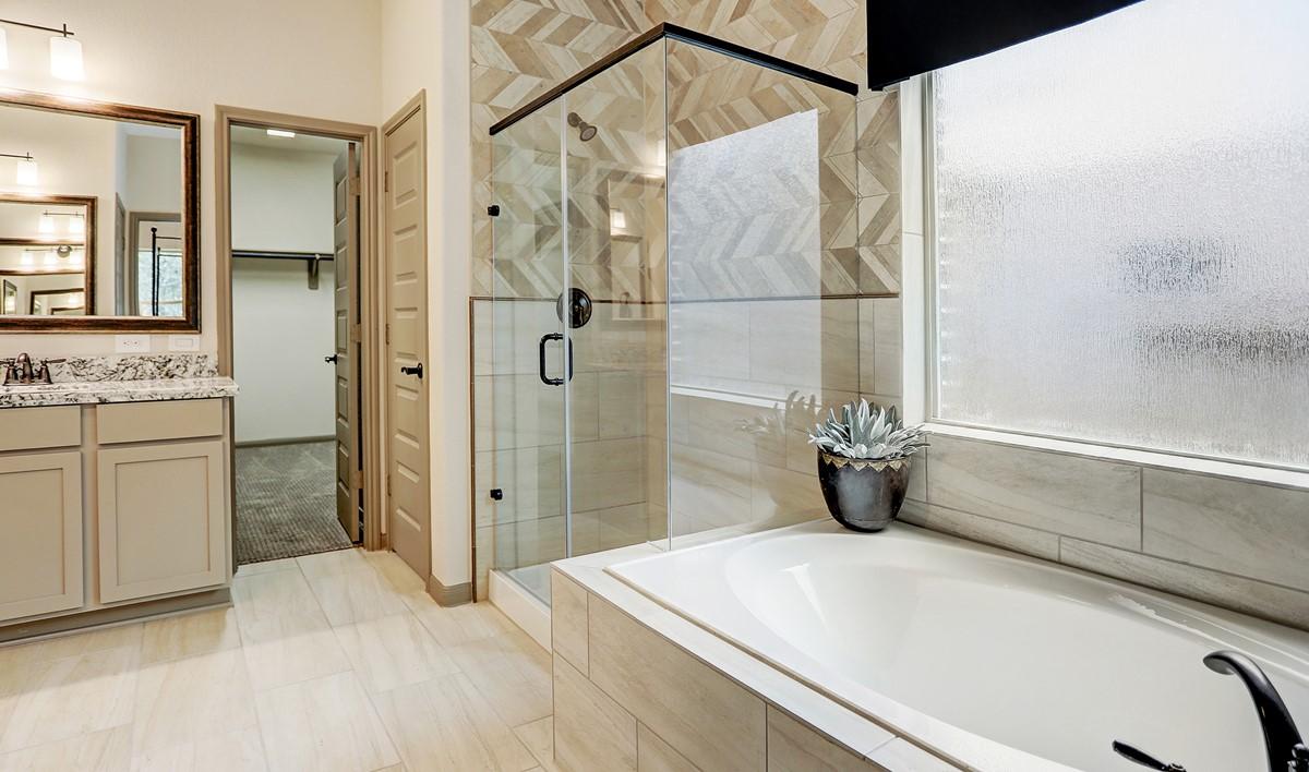 Owners bath_Teralyn Grove Loop 127 IMG 28_1c