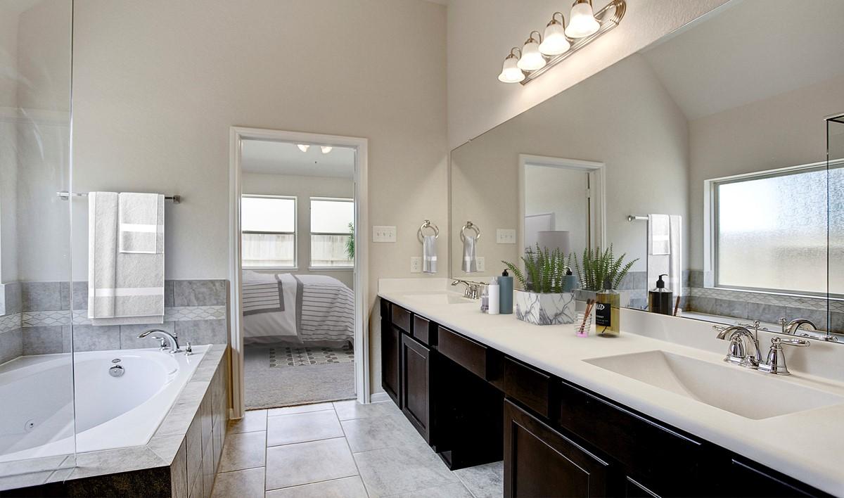 Owner's bath_Sunrise Arbor 14030 IMG 32_1c-virtually-staged