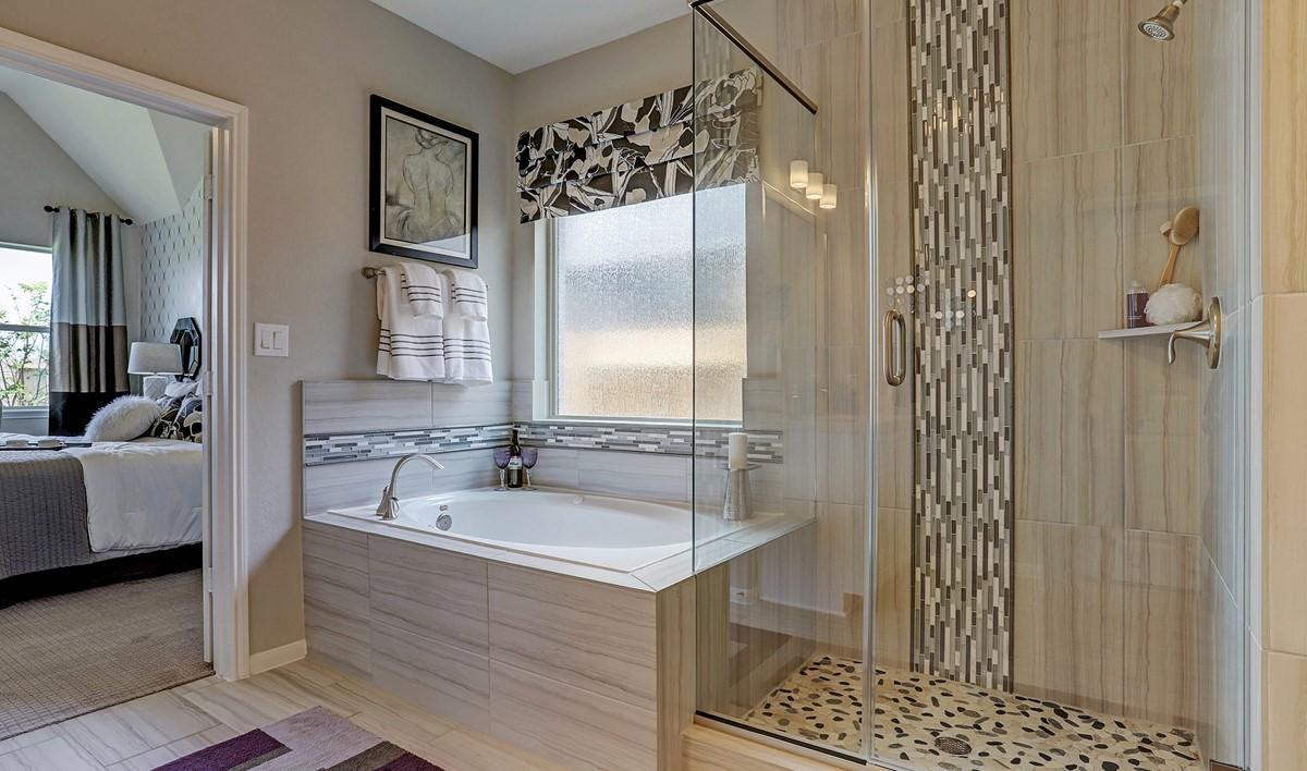 Owner's Bath2_Prairie Glen 24130 IMG 36_1_1c