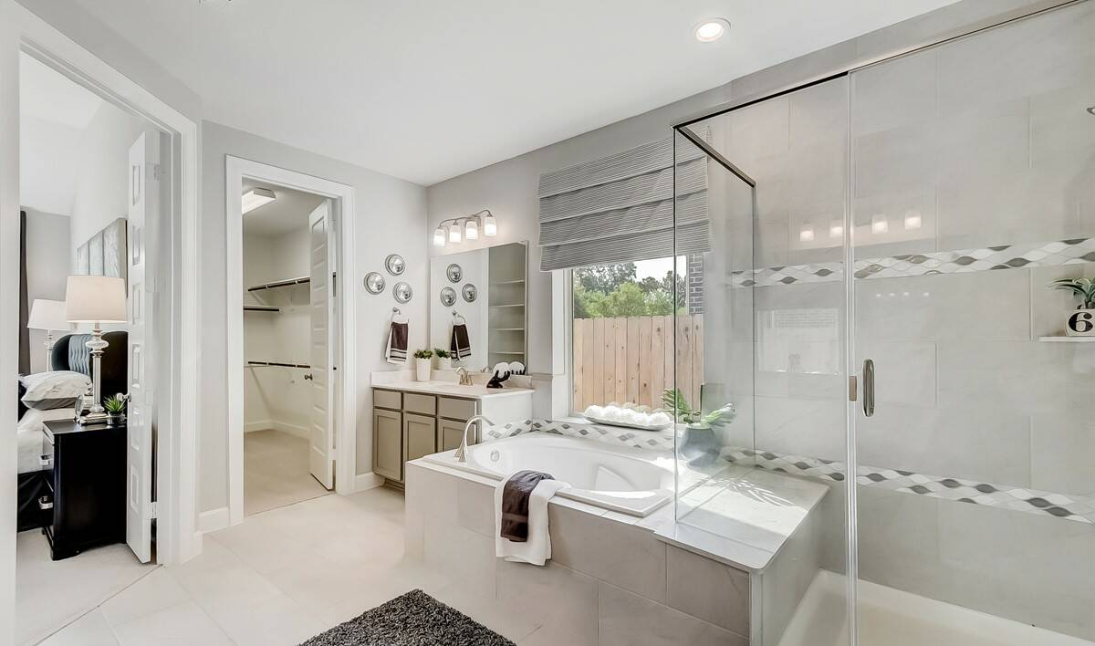 Owners Luxury Bath-3