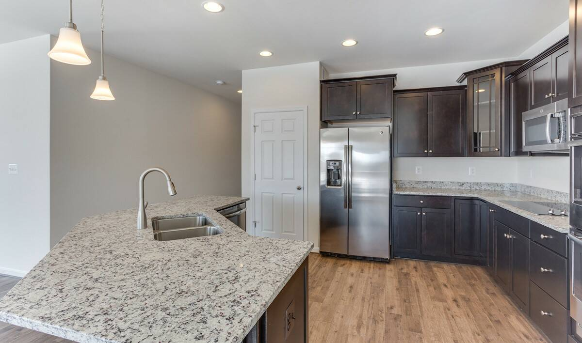 loren kitchen3 new homes at shenandoah springs